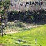 RT @el_pais: Mientras unos juegan al golf, otros se juegan la vida http://t.co/DLfqiZEWnL Desigualdad junto a la valla. En @verne http://t.co/3yn301QeWz