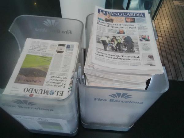 A la Fira Barcelona piles i piles dels Diaris més subvencionats  La Vanguardia i El Mundó d'obsequi!!! http://t.co/4rbDo72E9V