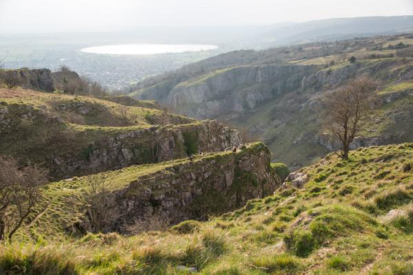 One of our favourite pics at the top of Cheddar Gorge looking towards Brent Knoll in the glorious @MendipHillsAONB http://t.co/HZyYc4lssD