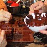 カカオ豆からチョコレート作りを体験できる「東京チョコレートサロン」開催 http://t.co/hseo8WxP6V http://t.co/VMx81UsykA