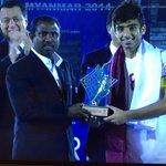 احمد معين افضل لاعب في البطولة #منتخب_قطر_بطل_آسيا #استاد_الدوحة #قطر http://t.co/KuHicZpxlC