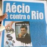 """Alô TRE. Equipes da Dilma estão panfletando jornal """"Aécio é Contra o Rio"""" nas saídas do Metro. http://t.co/q5XNGupvhj"""