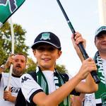 """RT @FCKrasnodar: Стадион """"Кубань"""" открыт с 18:00, билеты еще есть в продаже - ждем вас! http://t.co/1VVAp28Bnj #КраснодарВольфсбург http://t.co/3u3LBhpzaf"""