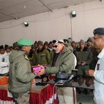 RT @PIB_India: PM Shri @narendramodi exchanging Diwali gifts with Officers and Jawans of Indian Army at Siachen Base Camp http://t.co/35m20S14ee
