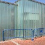 En plena zona turística, al lado @LasCanteras @AyuntamientoLPA incapaz retirar cristales rotos peligrosos #LPAolvido http://t.co/aMCFWIFC6Y
