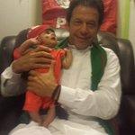 RT @TiGreSsOfIK: Khan Sahab said to Yasir,, Ye bohat chota hai ma kese uthaon :P Cute little boy Arham in safe hands :) http://t.co/eTgUth2Ati