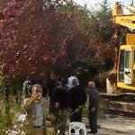İşte, gerçek vandallar ! Validebağda ağaçları söküyor, kamu varlıklarına ve yeşil alana saldırıyor ! http://t.co/DLeifSqJxx