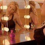 RT @JornalOGlobo: You better work, bitch: Britney Spears ganha US$ 1 milhão por semana. http://t.co/bhQIUNXWlR http://t.co/PS30nUZlt6