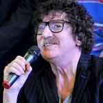 """#Efemérides 1951, nace el músico argentino Carlos Alberto García Moreno, """"Charly"""" García. http://t.co/OChj6SHpm3 http://t.co/liwByy1YpS"""