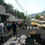 RT @radio102nueve: Educadores piden a alcaldía de Mejicanos que recoja la basura. @UrquilloSV http://t.co/Bk35PwhHDM