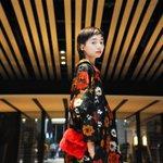 セレクトショップ「コドナ(kodona)」バイヤー兼スタッフの仲西 沙保美さん。ドレスはジル・サンダー。ハンドバッグはランバン。 http://t.co/yaPusdQQcG http://t.co/pdplIPPmso