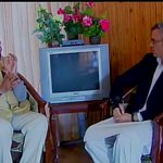 EXCLUSIVE PIC: J&K CM Omar Abdullah negotiates with PM Modi to upgrade his 2001 CRT TV to a Sony 4K LED TV http://t.co/9G2EaEmXe9