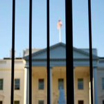 23-year-old man jumped White House fence last night and was arrested by Secret Service agents http://t.co/1ZRtWRT6Fv http://t.co/QD2XDAYhIZ