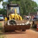 Jacaré de 5 metros é capturado vivo com retroescavadeira no Amapá http://t.co/CsKmUtN0Az #G1 http://t.co/0NRctVrO14