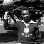 RT @fifacom_es: ¡O Rei @Pele cumple 74 años! La historia de la leyenda brasileña, en su perfil clásico: http://t.co/gN5T51rPZL http://t.co/dJK30kULsv