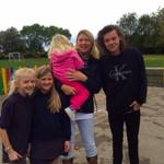 Harry dziś w swojej starej szkole w Holmes Chapel #2 http://t.co/xFnTjr1Ixp
