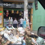 Este promontorio de basura está frente a la Alc.de Mejicanos @TN21sv http://t.co/Uq2lCuguwT