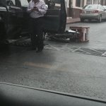 *ACCIDENTE* Atropellan a repartidor en Ramos y Acuña #Saltillo 11:27 Vía @miltonandree @policiasaltillo @CruzRojaSalt http://t.co/Y1vtMxjgkT