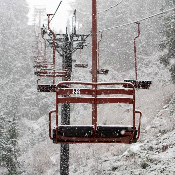 Snowing @StevensPass. Bring it on! #letitsnow #7thheaven http://t.co/X4qoCufzoN