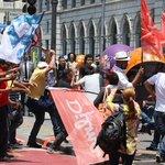 RT @OGloboPolitica: Militantes petistas e tucanos entram em confronto no Centro de São Paulo. http://t.co/c9dqjxWXSD http://t.co/0PhwAZJ49f