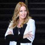 """RT @LakersNation: """"Any free agent that would be afraid to play with Kobe is probably a loser"""" - Jeanie Buss. http://t.co/dut7JNw8UI http://t.co/rMDUhXgGm3"""