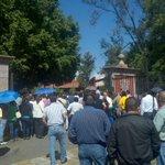 Maestros institucionales protestan contra @Comisionadomich en Casa de Gobierno #Morelia http://t.co/nx8CrtIwqN