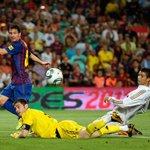 —28 clásicos —21 goles —12 asistencias Simplemente, Leo Messi. http://t.co/765ORBWom7