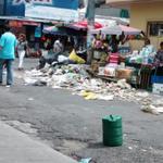 RT @uhprensagrafica: Víctor Ramos comparte una imagen de la basura en el centro de Mejicanos vía #WhatsAppLPG http://t.co/7hrLxfppCY