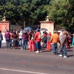 #Morelia (12:45 hrs) SNTE bloquea el Libramiento Sur, frente a Casa de Gobierno http://t.co/r5OlLcXVBl http://t.co/ccioSTmLbU