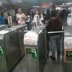 #AlMinuto En los torniquetes del Metro Chapultepec se manifiestan como parte de la #AccionGlobalAyotzinapa. http://t.co/usJIhpts9I