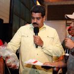RT @PresidencialVen: #FOTO @NicolasMaduro anuncia que se aplicará medida de prohibición de venta de algunos productos en economía de calle http://t.co/gB2tM5phTn
