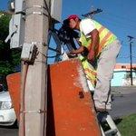 Colocando contactores de sistema de alumbrado en Bvd.Loma Real #Tampico @GobTampico @gustavotampico http://t.co/IM0A7UYC5o