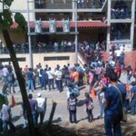 RT @DiariodeCaracas: Matan a tiros al presidente de federación de estudiantes de la Unerg http://t.co/jGtptQNTcs http://t.co/UcSIOoTF8t