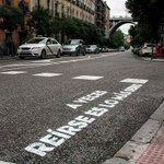 RT @_Paisajes_: A VECES REÍRSE ES LO MÁS SERIO #Madrid http://t.co/6axkcekukV