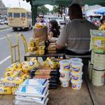 Prohíben a buhoneros vender alimentos y ... http://t.co/I5yCoOFhrP ... http://t.co/lkBdn9hbBU