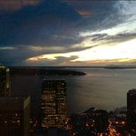 Fall is definitely here. Seattle sunsets are coming sooner (and darker!) @KING5Seattle @sueromero http://t.co/NoCpmJh8xM