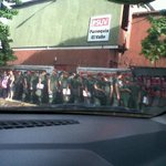 """RT @francisco_romer: : via @parmenidez: que hacen estos soldados en una casa del PSUV en el valle adoctrinandose? http://t.co/J95um7u7Aj"""" @LucioQuincioC"""