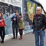 RT @el_pais: Reportaje: Berlineses de ayer y hoy: 25 años de la caída del Muro http://t.co/o9FZsBFHNq En @elpaissemanal http://t.co/yQqIxkkklZ
