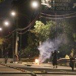 RT @doncaiman: Encapuchados mantienen bloqueado Insurgentes (CU). Dicen es apoyo a los normalistas de #ayotzinapa. @julioastillero http://t.co/MpSTnMpSwW