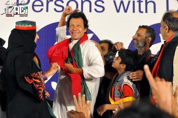 Everyone enjoys the moment when Khan Sb says - Tabdeeli Aagaye Hai   #SpecialNeedsDayWithIK http://t.co/HGHBY5zzhD