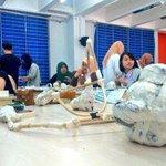 Workshop puppet making by @papermoonpuppet tadi siang :D @diy_sub @c2o_library #diysub #mix2make #itssurabaya http://t.co/Xp42181ZZA