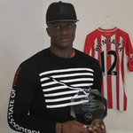 Southamptons n Kenyan captain Victor Wanyama recvs EPL African Player of the Month Award he won for Sep CONGRATS! http://t.co/eBNsQP4K1g