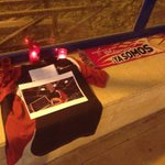 """RT @titincu: Genial idea! Aficionados dl @Basket_Zaragoza han improvisado un altar en el """"Felipe"""" como homenaje a José Luis Abós http://t.co/UuB5uZinB0"""