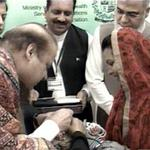 PM #NawazSharif administering polio vaccine drops to children http://t.co/C40fw71bdc #WorldPolioDay #Pakistan http://t.co/HXdj8RX3yp