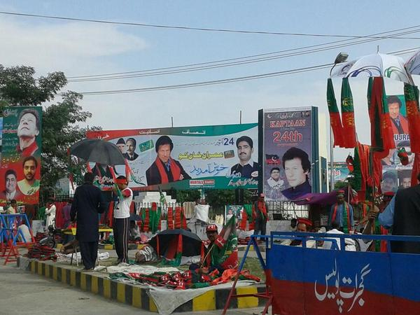 Gharidah Farooqi (@GFarooqi): Gujrat in full preparation mood for PTI jalsa. http://t.co/Yaz5r3Lt2t