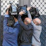 Oleguer Pujol sabía que iban a registrarle: al llegar la @policia ya estaba con su abogado http://t.co/j8TrMv8vJk http://t.co/938O9bdYR4