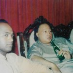 A laid-back Nusrat Fateh Ali Khan drinking a bottle of 7up. Bet you havent seen this before. http://t.co/btIykp00Fv