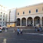 RT @LaSegnalatrice: @romafaschifo S.Pietro in Vincoli. Fra poco saranno dentro la chiesa @Sabrinalfonsi @ignaziomarino @RiprendRoma http://t.co/S7PyEM7RRG