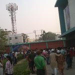 Cnt able to get 1 single ticket #houseful..Totally.. Immnsly.. They r going crazy.. @iamsrk @HNY #shahrukhsfans .. http://t.co/05hCOpB6HL