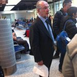 Rodrigo Rato ayer volando a Ginebra, Suiza, qué curioso..! Y sólo informa de ello la @revistamongolia, qué curioso..! http://t.co/dAVBt72i3N